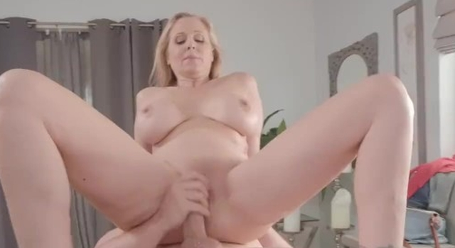 Brazzers - Julia Ann gets a..